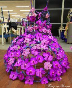 Projekt gotowej sukni autorstwa Stij Simaeys z Belgii.