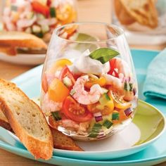 Tartar of Tomatoes and Shrimps in Verrine – Recipes – Cooking and Nutrition – Pratico Pratique Green Tea Recipes, Raw Food Recipes, Gourmet Recipes, Cooking Recipes, Healthy Recipes, Seafood Appetizers, Great Appetizers, Seafood Recipes, Appetizer Recipes