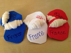 France Swap Girl Scout Swap, Girl Scout Leader, Girl Scout Troop, Hat Crafts, Diy And Crafts, Gs World, Girl Scout Activities, Girl Scout Juniors, World Thinking Day