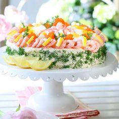 Smörgåstårta med räkor – recept Sandwich Cake, Sandwiches, Swedish Recipes, Swedish Foods, Scandinavian Food, Brunch, Cooking Recipes, Entertaining, Drinks