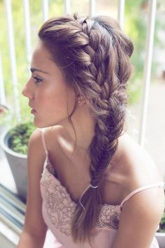 Love this messy casual wedding hair style!!!!