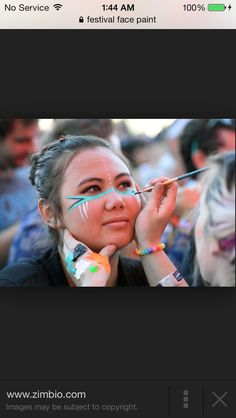 Paint faces during lunches the day of the pep rally. Each class has a different bucket. The class that raises the most money wins. Indian Face Paints, Football Face Paint, Tribal Makeup, Football Spirit, Pep Rally, Game Face, Sports Day, Face Painting Designs, Spirit Wear