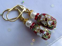 Zur Hochzeitst oder zur Trauung auch mal rot tragen!  Zarte Blumen in weiß und rosa erstrahlen noch kräftiger auf einem Hintergrund in leuchtendem rot