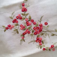 "Képtalálat a következőre: ""embroidery designs"" Basic Embroidery Stitches, Hand Embroidery Flowers, Embroidery Works, Flower Embroidery Designs, Silk Ribbon Embroidery, Beaded Embroidery, Embroidery Patterns, Machine Embroidery, Bordado Floral"