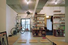 リノベーション会社:石井大吾デザイン室一級建築士事務所「自転車、読書、音楽、料理……。 趣味を楽しめる土間が中心にある家。」(リノベりす掲載)