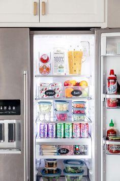 How to clean fridge refrigerators refrigerator organization 40 Ideas Refrigerator Organization, Pantry Organization, Organized Fridge, Organizing Life, Clean Fridge, Pantry Ideas, Kitchen Pantry Cabinets, Kitchen Storage, Kitchen Hacks