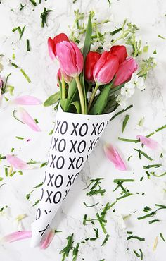FREE printable Valentine wrap paper and gift idea | valentine gift ideas, flower bouquet ideas, free valentine printables
