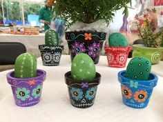 Black with color Colorful Terracotta Flower Pots, Painted Flower Pots, Painted Pots, Ceramic Pots, Clay Pots, Clay Pot Crafts, Home Crafts, Sugar Skull Wedding, Skull Planter