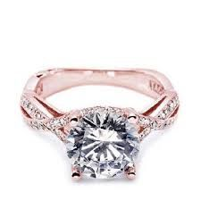 Tacori rose gold wedding ring. Wowwza. A very beautiful ring too beautiful for my hand.