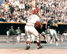 Johnny Bench defends plate in 1972 WS Mlb Players, Baseball Players, Oakland Athletics, Oakland Raiders, Larry Doby, Cincinnati Reds Baseball, Pittsburgh Steelers, Dallas Cowboys, Johnny Bench