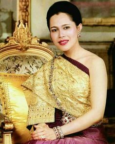 King Phumipol, King Queen, Thailand National Costume, King Thai, Queen Sirikit, Royal King, Hm The Queen, Great King, Royal Dresses
