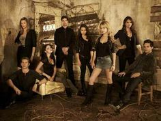 The Secret Circle cast, or part of it anyway. Love this show SO much! Secret Life, The Secret, Circle Cast, Chris Zylka, Fangirl Book, Teen Witch, Famous In Love, Eric Bana, Jane The Virgin