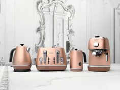 The Delonghi Disinta range of kitchen appliances is set to make your kitchen more colourful. The best shade: glitzy copper!
