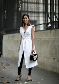 Outfit Ideas From Paris - The Best Street Style at Paris Fashion Week Spring Livingly How To Wear Leggings, Dresses With Leggings, Black Leggings, Black Pants, Silver Leggings, Free Leggings, Look Fashion, Girl Fashion, Fashion Outfits