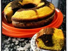 INGREDIENTES 3 cenouras cruas cortadas em rodelas 1 xícara (chá) de óleo 3 ovos 2 xícaras de (chá) de farinha de trigo 1 xícara (chá) de açúcar 2 colheres (sopa) rasas de Fermento em pó químico 2 colheres (sopa) rasas de chocolate em pó solúvel...