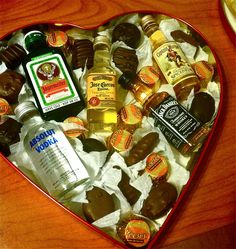 Heart Shaped Valentines Day Box of Chocolates with mini Liquor bottles for him. DIY boyfriend gifts he'll love. Heart Shaped Valentines Day Box of Chocolates with mini Liquor bottles for him. DIY boyfriend gifts he'll love. Valentine Desserts, Be My Valentine, Valentine Day Gifts, Christmas Gifts, Valentine Ideas, Husband Valentine, Absolut Vodka, Ideas Sorpresa, Strawberry Mousse