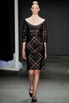 Honor Fall 2014 Ready-to-Wear Fashion Show 2014 Fashion Trends, Fashion Week 2015, Fashion Show, Fashion Design, Vogue Paris, Plaid Dress, Dress Up, Day Dresses, Dresses For Work