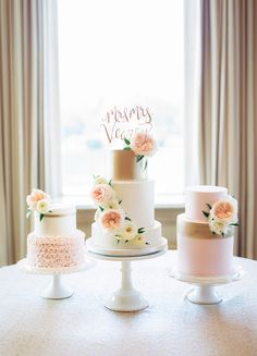 Many individuals don't think about going into company when they begin cake decorating. Many folks begin a house cake decorating com Pink And Gold Wedding, Blush And Gold, Ballroom Wedding, Wedding Show, Pretty Cakes, Beautiful Cakes, House Cake, Oklahoma Wedding, Small Cake