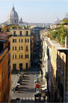 Una strada del centro di Roma