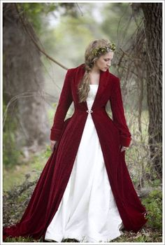 red velvet cloak, coat. Oh. sweet. velvet... *dies* I want to take gorgeous photos in this! and, umm... wear it all the time lol