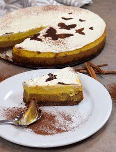 Dýňová sezóna je pomalu tady. Vyzkoušejte vláčný a neobvyklý dýňový cheesecake s čokoládou, skořicí a pomerančovou kůrou. Naprosto vás okouzlí.