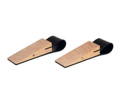 A mouse which comes in handy - yes, please!  The stopper mouse makes sure that the door stays open.  The rubber seal will protect sensitive floors.   Solid beech and rubber.