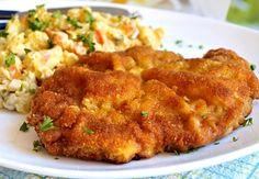Řízky připravené podle tohoto receptu jsou krásně šťavnaté a křehké, naservírované spolu s domácím bramborovým salátem spojeným majonézou je to opravdu úžasná mňamka. Food And Drink, Meat, Chicken, Drinks, Puertas, Cooking, Essen, Recipies, Drinking