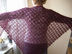 Sticka i Mohair  En helt underbart vacker sjal. Den kan stickas i många olika garner. Delsbogarn.se
