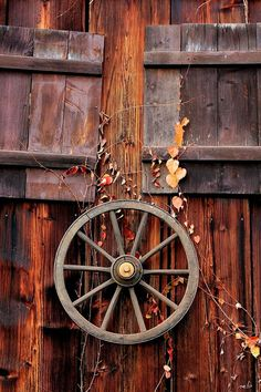 wagon wheel    (this would be so cool to have out front)