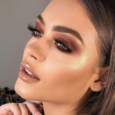 12 Winter Eye Shadow Looks To Slay This Holiday Season These winter eyeshadow looks are great for the upcoming season and holidays! Check out these winter eyeshadow makeup looks! Rose Gold Makeup, Glam Makeup, Eyeshadow Makeup, Makeup Brushes, Makeup Set, Makeup Storage, Makeup Glowy, Bronze Eye Makeup, Makeup Style