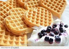Businesswoman in the kitchen: Crispy waffles hearts