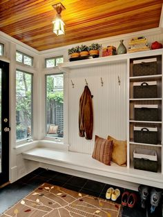 Awesome DIY Farmhouse Mudroom Bench Decor Ideas - Page 40 of 50 House Design, Mudroom Storage Bench, Mudroom, Mudroom Decor, House, Home, House With Porch, Mudroom Design, Bench Decor