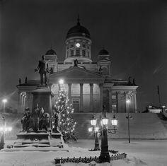 Tuomiokirkko joulun alla 1967. Kuva: Helsingin kaupunginmuseo / Volker von Bonin.