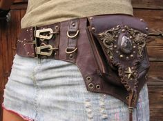 The genesis leather belt hip bag. Fanny pack for tourists this is not. Mode Steampunk, Steampunk Costume, Steampunk Fashion, Steampunk Festival, Steampunk Accessories, Leather Accessories, Mori Girl, Corsets, Leather Craft