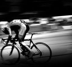 HERBALIFE offizieller Co-Sponsor der TOUR Transalp 2013  Kompromisslose Sporternährung für Radrennfahrer und andere ambitionierte Sportler mit HERBALIFE24 +++ Beim Rennen als Team dabei: HERBALIFE Chairman und CEO Michael O. Johnson und John Heiss, HERBALIFE Direktor für Sport und Fitness. Sport Fitness, Herbalife, Bicycle, Black And White, Cyclists, Athlete, Things To Do, Bike, Bicycle Kick