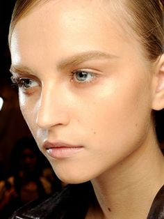 Eyes & dewy skin