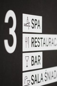 Wayfinding with pictograms and words