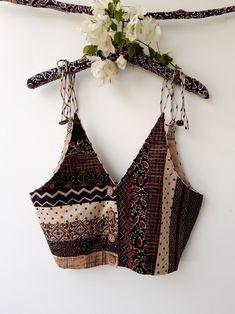 Saree Blouse Neck Designs, Choli Designs, Fancy Blouse Designs, Blouse Patterns, Stylish Blouse Design, Design Of Blouse, Back Neck Designs, Indian Fashion Dresses, Indian Prints