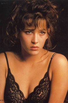 Young Sophie Marceau x Italian Actress, French Actress, Sophie Marceau Photos, Jenifer Aniston, Actrices Sexy, Bond Girls, French Beauty, Hollywood Icons, Catherine Deneuve