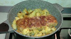 POLPETTONE CON PATATE Ho cucinato il polpettone con le patate con la mia pentola evoluta , vi posto le foto e la ricetta. Ingredienti: - 300 g. di macinato di vitello; - 1 panino del giorno prima; - 1 uovo; - grana e pecorino grattugiato q.b.; - 1 ciuffetto di prezzemolo; - sale q.b.; - 3 fette di proscutto cotto; - 3 fette di sottilette; - 3 fette di scamorza; - 4 patate di media grandezza. Preparazione: continua... su http://www.sedanoverde.it