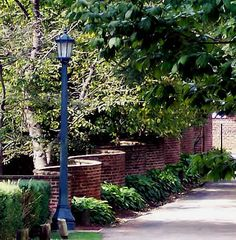 Crinkle-crankle wall at University of Virginia was inspired by gardens Jefferson saw in England. File:Serpentine wall.jpg
