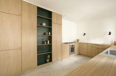 Snedkerkøkken i egetræ - designet og produceret af Nicolaj Bo™, København