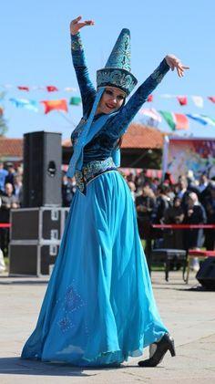 Kırgızistan Halk Oyunları sergilenirken…