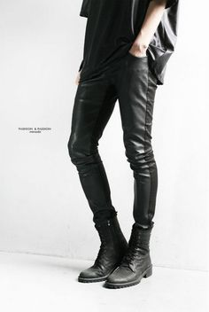 super trendy minsobi pants – mens pants with special coating. Front of leg and back of leg have different fabric effects. Skinny and comfortable to wear thanks to the stretch fabric. Be different – minsobi Japan style fashion!  skinny fit – tight bottom width high quality choice   1 colour: black 3 sizes: XS, S, M