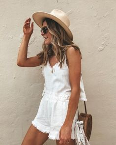 Need a summer outfit idea? Here are our favorite go-to outfit combinations for the summer months. White Summer Outfits, Summer Fashion Outfits, Spring Summer Fashion, Boho Fashion, Style Fashion, Beach Fashion, Classy Fashion, Fashion 2018, Petite Fashion
