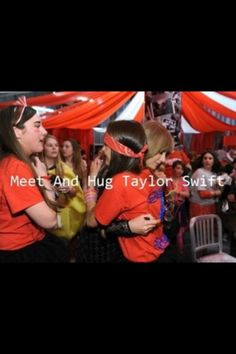 I would do almost ANYTHING just to have this happen at the 1989 concert!!!! -kennedyk