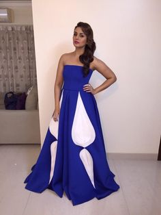 Huma Qureshi in Gauri and Nainika and Roots Atelier Jewellery for the Stardust Awards.