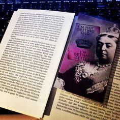Victoria I von England Lesezeichen - Abendliches lesen. Die Victoria Bio fällt fast auseinander, aber das ist nicht meine Schuld! #victoria #Biografie #lesezeichen #buch #lesen