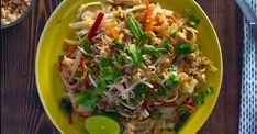 The best homemade chicken pad thai - Recipes - Ma Fourch .- The best homemade chicken pad thai – Recipes – Ma Fourchette Thai Recipes, Chicken Recipes, Cooking Recipes, Asian Chicken, Chinese Food, Stir Fry, Great Recipes, Fries, Homemade