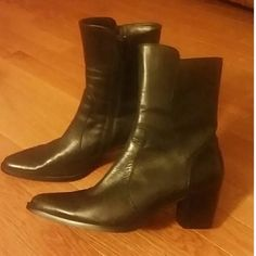 Cute Covington Ankle Boots- Sz 6.5 Leather Cute little boots by Covington in size 6.5-Boots are leather. There is wear on the inside of boots- but not noticeable when wearing. See Covington Shoes Ankle Boots & Booties